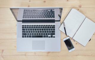 Ordenador portatil | el proceso creativo para crear un blog de coaching y mentoring en Madrid